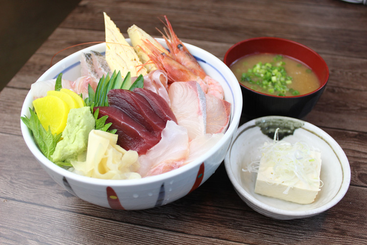 海鮮丼(冷奴・お味噌汁付き)