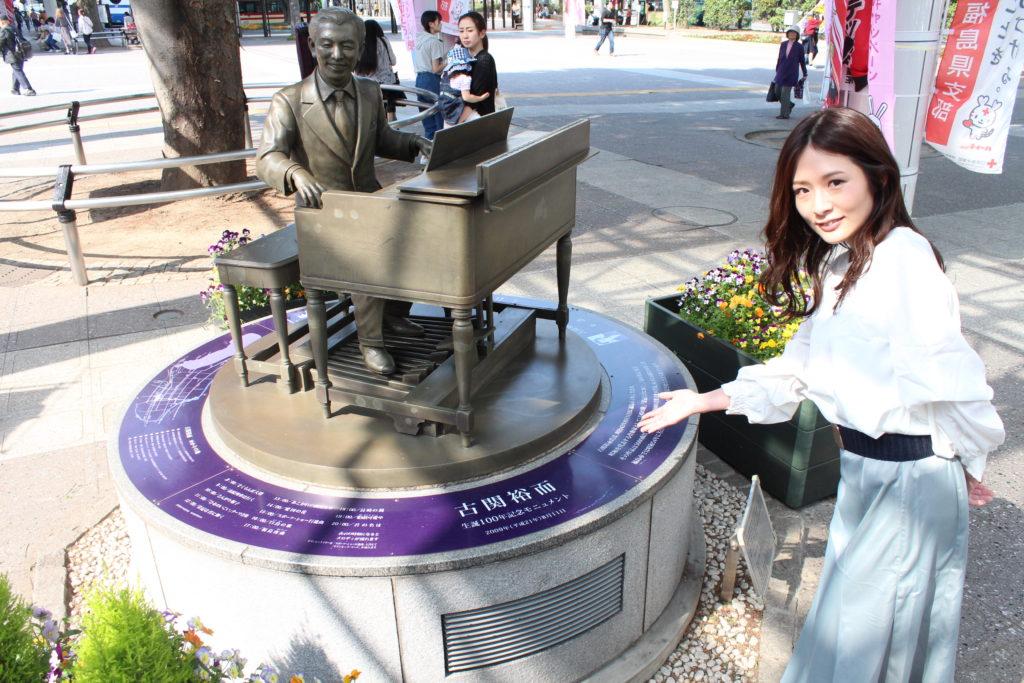 古関裕而生誕100年記念モニュメント(福島駅前)